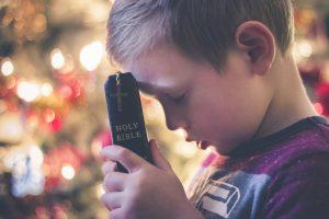 Prinses Beatrixschool Renkum - kind met bijbel