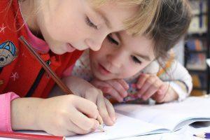 Prinses Beatrixschool Renkum - kinderen kleuren op school